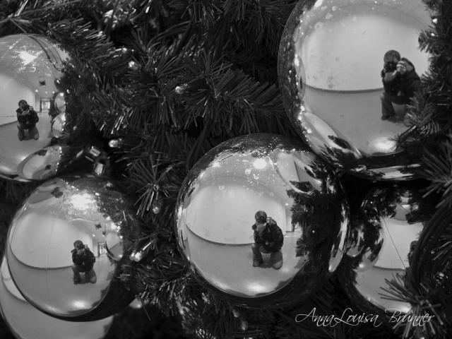 Weihnachtskugeln-sw